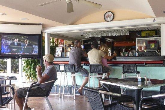 SugarCane Cafe: Bar area