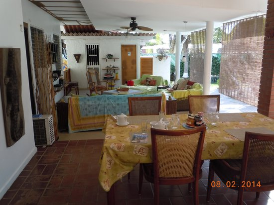 B & B El Litoral: Outdoor Living Area