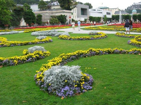Schloss Mirabell und Gärten: Ковер из цветов