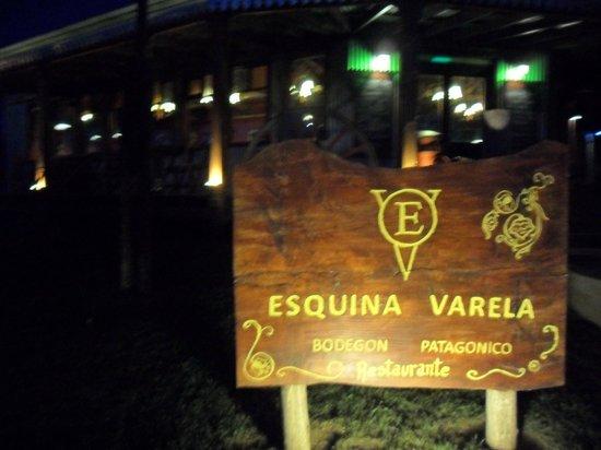 Esquina Varela: Cartel de entrada