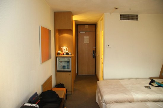 Novotel Amsterdam City : Looking towards mini-fridge, bath, closet and entrance