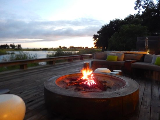 Wilderness Safaris Kings Pool Camp : View from dining area