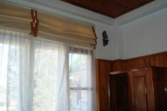 Dream Villa Hotel: Window blinds