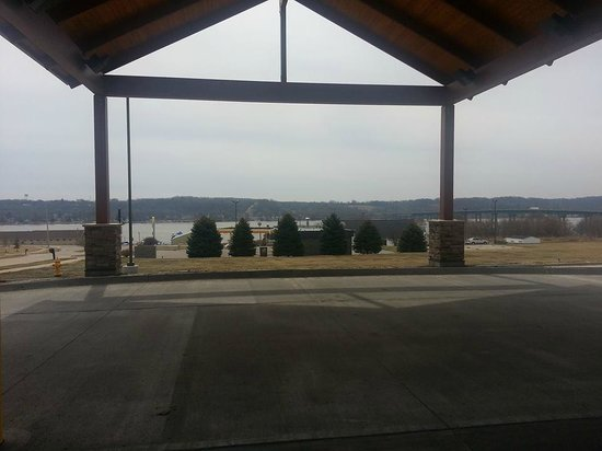 Comfort Inn & Suites Riverview: View outside Front Lobby