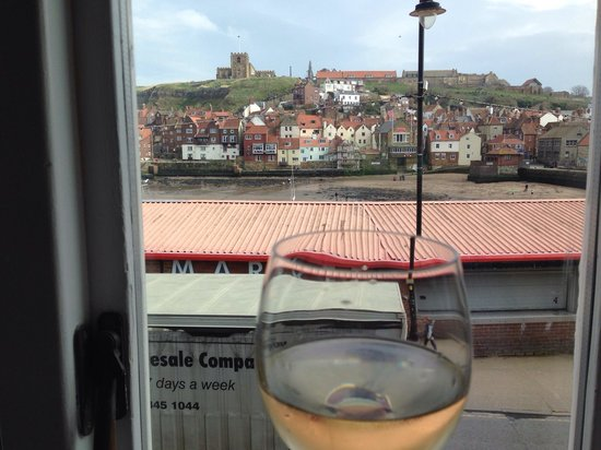 Harry's Lounge Bar & Brasserie: A Pinot with a view.