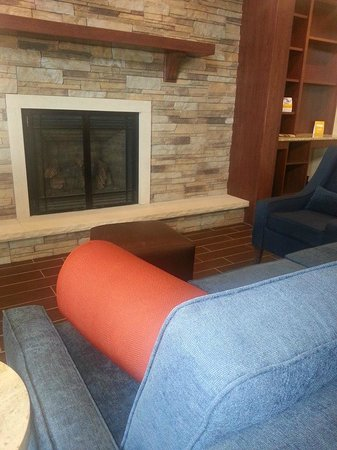 Comfort Inn & Suites Riverview : Lobby Seating Area