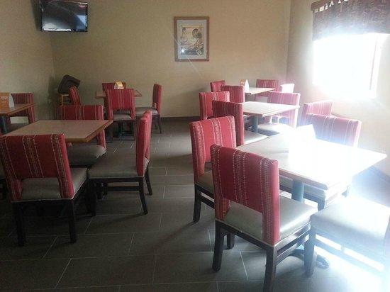 Comfort Inn & Suites Riverview : Breakfast Area
