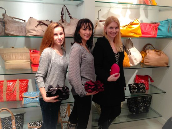 Style Room NYC Shopping Tour Experiences: Friends Enjoying Time Together