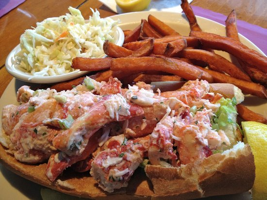 Brax Landing Restaurant: Awesome lobster roll at Brax Landing!