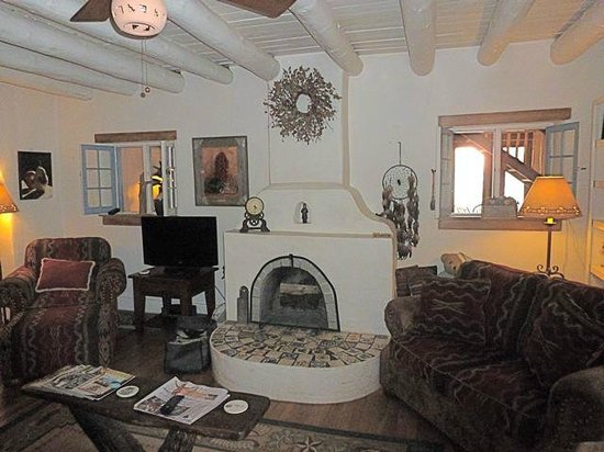 La Posada de Taos B&B: Communal Living Room