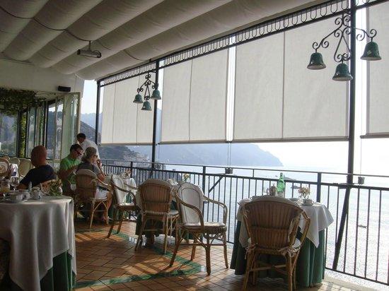 Santa Caterina Hotel: Restaurant terrace overlooking Amalfi