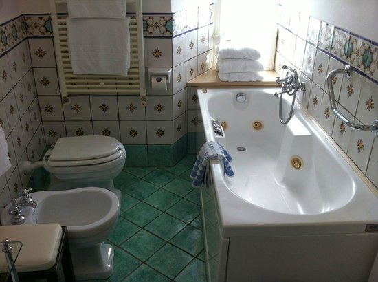 Santa Caterina Hotel: Bathroom in the Deluxe Room