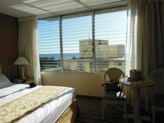 Queen Kapiolani Hotel : Our room