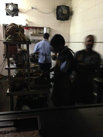 Jaiwana Haveli Roof Top Restaurant: The kitchen