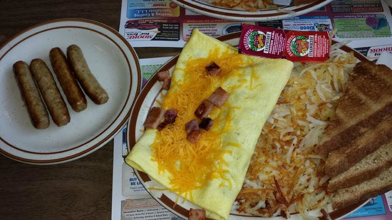 The Greenwood Cafe : My DELICIOUS 3 egg Ham & Cheese Omelette, with Sausage Links, Toast & Hash Browns