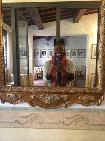 Residenza Il Villino B&B : Taking the selfie in the hotel hallway.