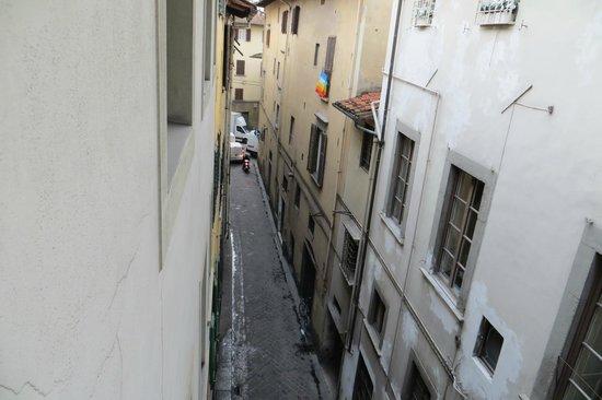 Hotel Roma: Rua com barulho
