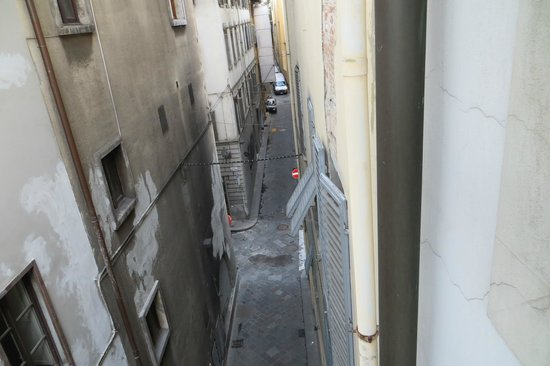 Hotel Roma: Rua atrás barulhenta