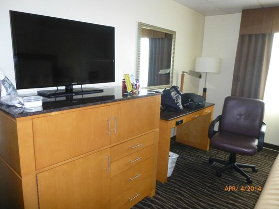 Days Inn Yakima : TV, Microwave and Fridge all work well