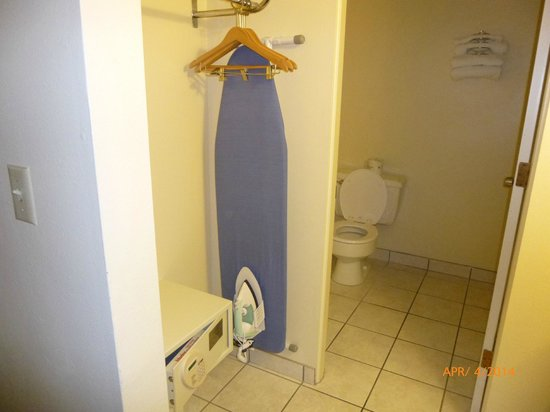 Days Inn Yakima : Iron, Ironing Board, safe all in room