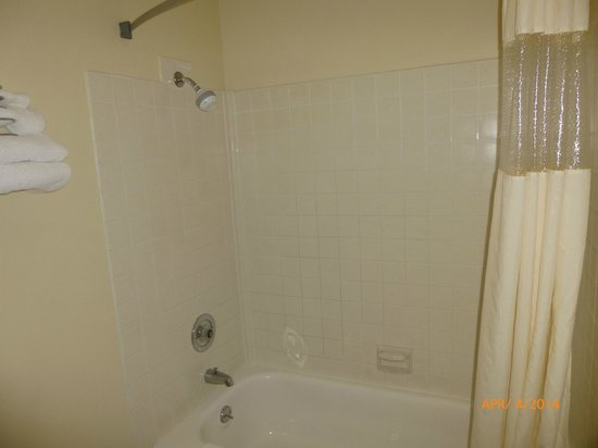 Days Inn Yakima : Shower