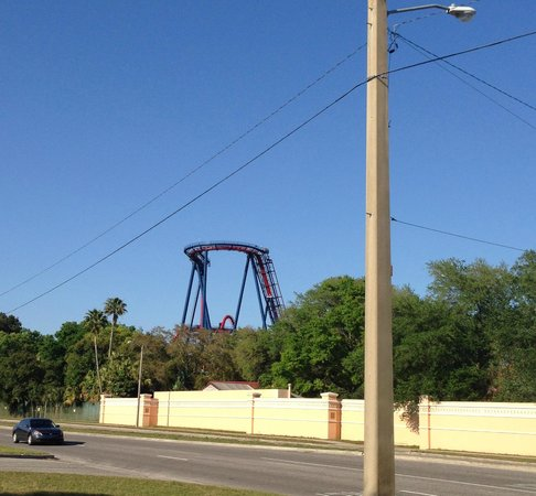 La Quinta Inn Tampa Near Busch Gardens: roller coaster view from parking lot