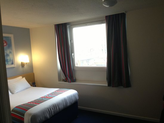 Travelodge Birmingham Central : Bedroom