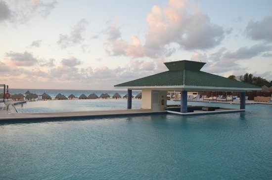 Iberostar Cancun : Pool bar