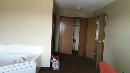 Holiday Inn Hotel & Suites Owatonna: King suite