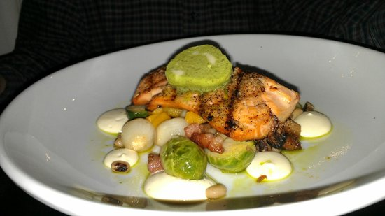 Grand Street Cafe: Salmon Perfection!
