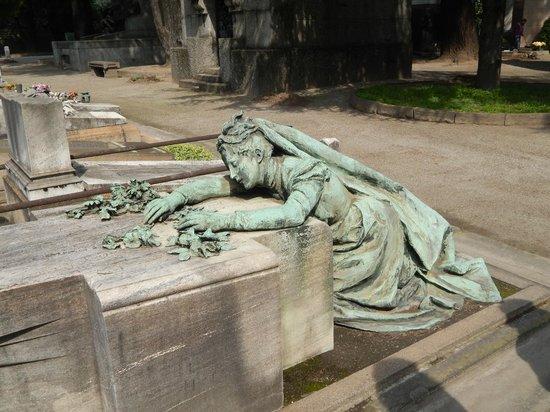 Cimetière Monumental : tomba sul viale principale