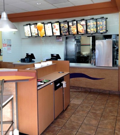 Taco Bell: Newly Remodeled Clean Serving Area