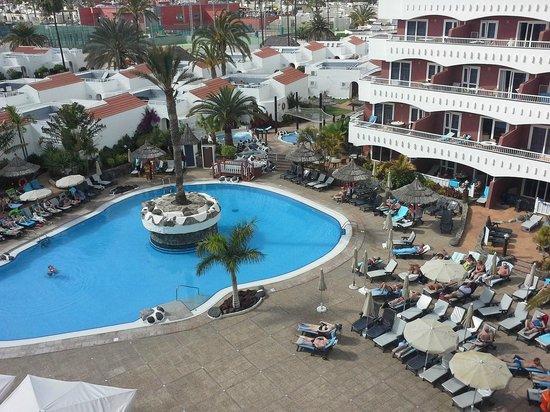 Sol Barbacan Hotel: Pool area