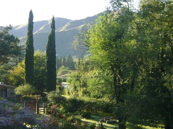Posada Shemak: Una increíble vista de parte del inmenso jardín de la posada