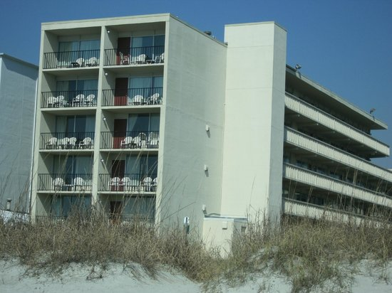Viking Ocean Front Motel: Viking motel viewed from the beach