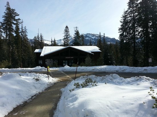 Wuksachi Lodge: winter in April