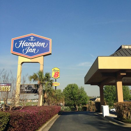 Hampton Inn Augusta - Washington Road: sign