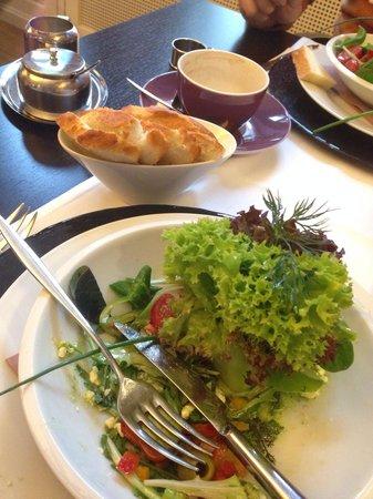 Buscherie: Salatvariationen an Feta, Tomaten & Oliven
