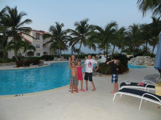 Northwest Point Resort: Kids at the Pool