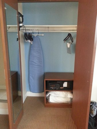Hyatt Regency Baltimore Inner Harbor: Spacious closet