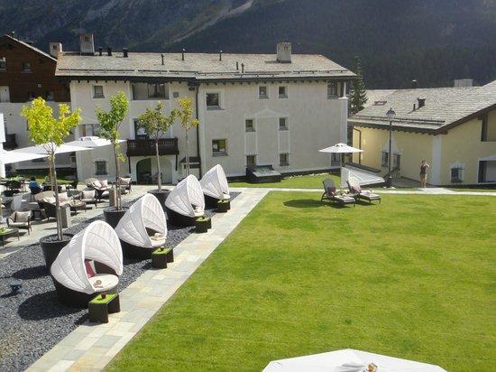 Giardino Mountain: hotel garden with loungers