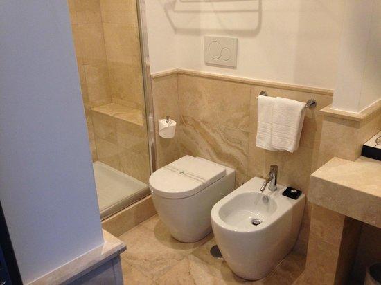 Nazionale 51: Bathroom