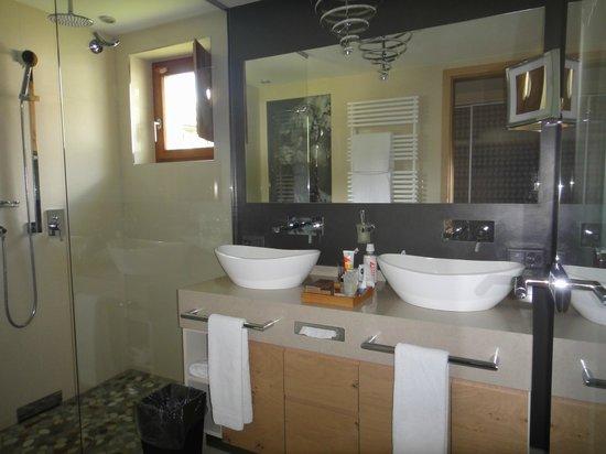 Giardino Mountain: Junior suite 524 bathroom