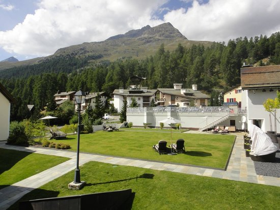 Giardino Mountain: hotel terrasse in autumn