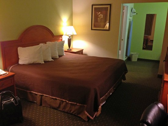 Howard Johnson Express Inn - Tallahassee: bed