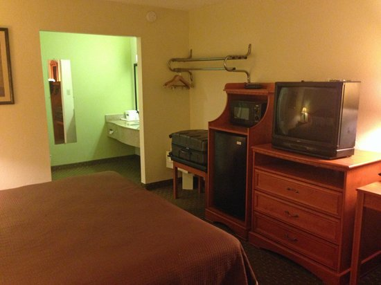 Howard Johnson Express Inn - Tallahassee: room overview