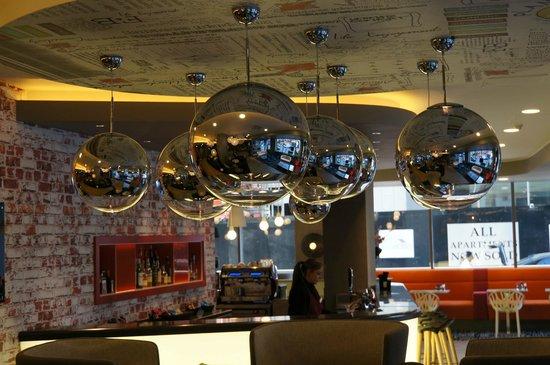 Ibis London City-Shoreditch: Blick auf die Bar