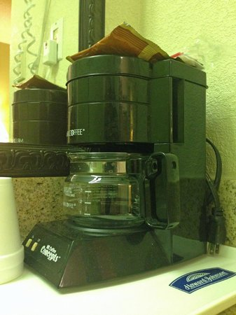 Howard Johnson Express Inn - Tallahassee : coffee maker