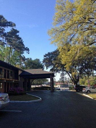 Howard Johnson Express Inn - Tallahassee: outside