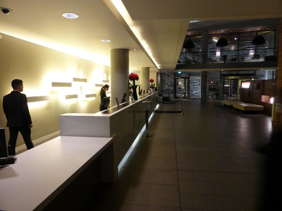 DoubleTree by Hilton Hotel London -Tower of London: Hotel lobby